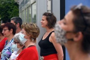FAITES DE LA PLACE. Tableaux vivants festifs/Emilie Horcholle. Comédie de Caen / Esplanade François Mitterand, Hérouville Saint-Clair. 12 06 2021 ©Tristan Jeanne-Valès